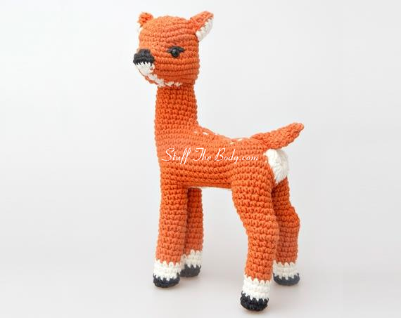 andy the fawn amigurumi seamless pattern