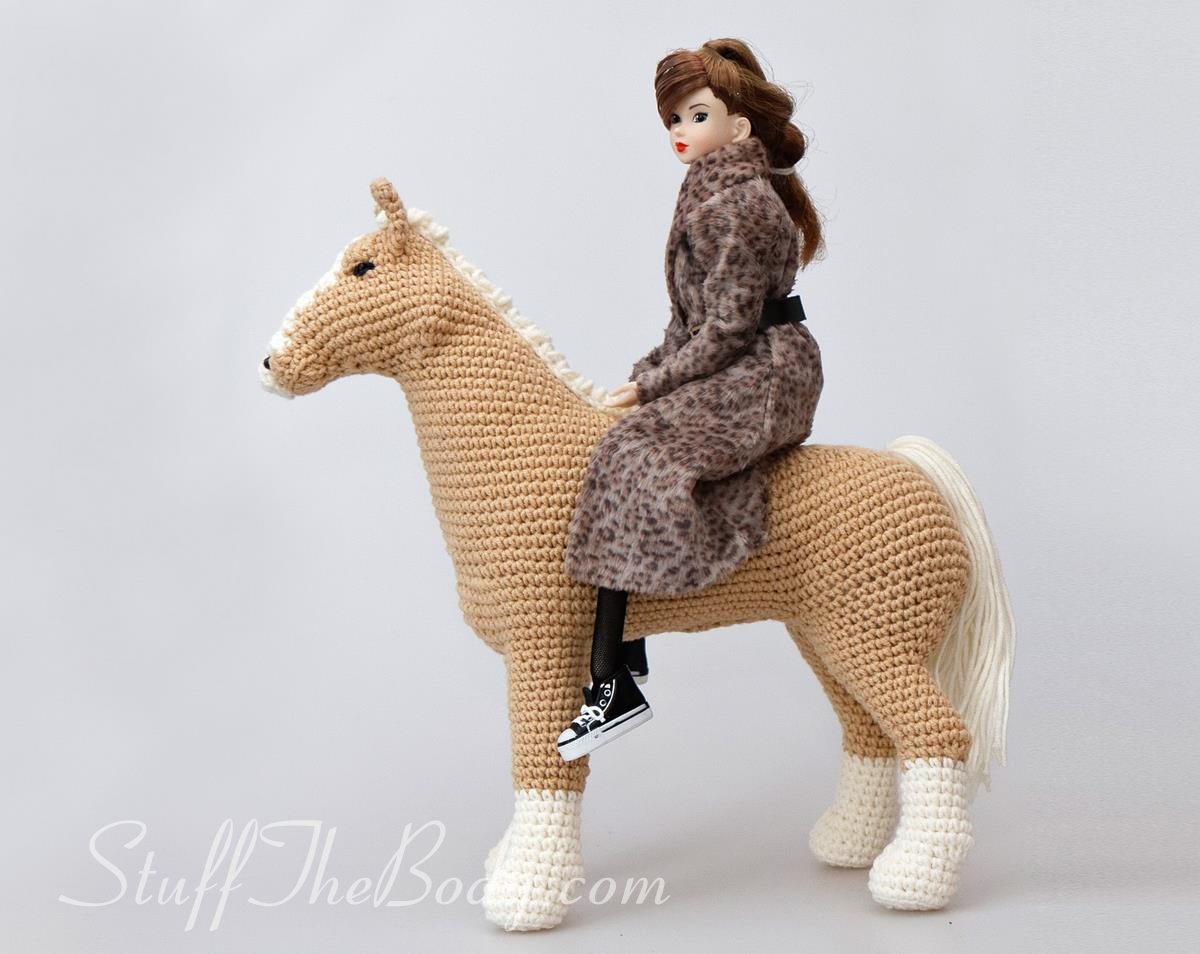 Abby The Horse Amigurumi Pattern, seamless crochet pony